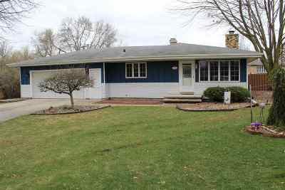 Kaukauna Single Family Home Active-Offer No Bump: 700 Miller Lane