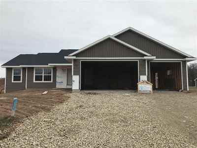 Kaukauna Single Family Home Active-Offer No Bump: 1220 Boxer