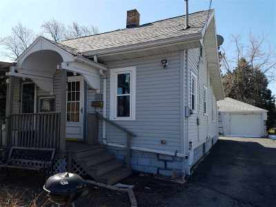 Menasha Single Family Home Active-No Offer: 825 5th