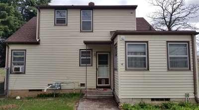 Menasha Single Family Home Active-No Offer: 1338 Racine