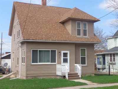 Gillett Single Family Home Active-No Offer: 127 E 1st