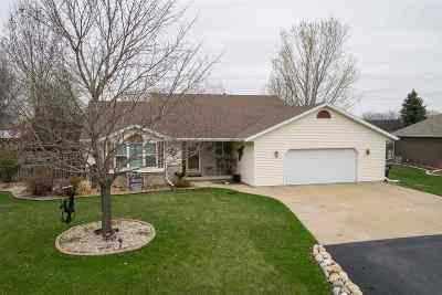 Appleton WI Single Family Home Active-No Offer: $259,900