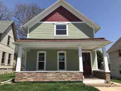 Kaukauna Single Family Home Active-No Offer: 218 W 5th