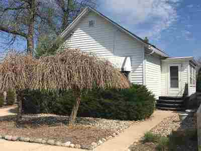 Neenah Single Family Home Active-Offer No Bump-Show: 208 Hewitt