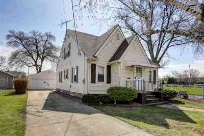 Menasha Single Family Home Active-Offer No Bump: 617 Tayco