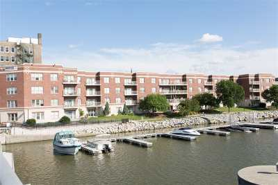 Green Bay Condo/Townhouse Active-No Offer: 118 S Washington #231A