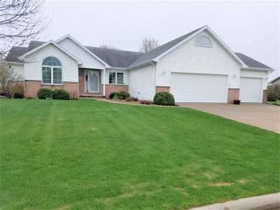 Neenah Single Family Home Active-Offer No Bump: 1467 Whitetail