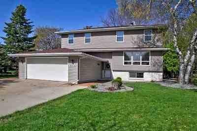 Appleton Single Family Home Active-No Offer: 2413 S Clover