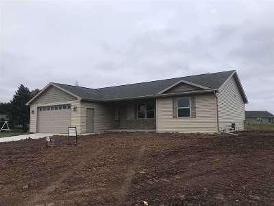 Kaukauna Single Family Home Active-Offer No Bump: 1443 Mera