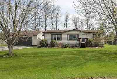 Little Suamico Single Family Home Active-Offer No Bump: 1256 Melissa