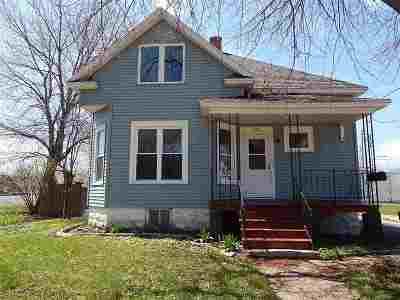 Oshkosh Single Family Home Active-No Offer: 833 Jefferson
