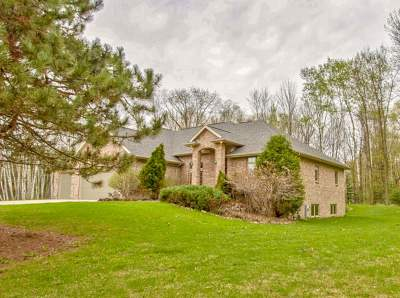 Green Bay Single Family Home Active-No Offer: 2352 Pristine
