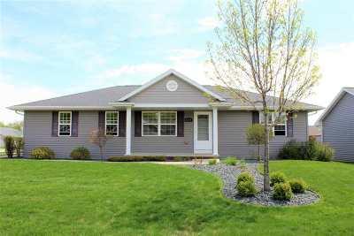 Neenah Single Family Home Active-Offer No Bump: 1571 Dalebrook