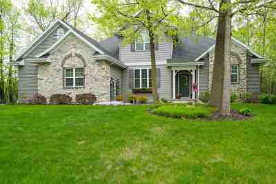 Neenah Single Family Home Active-No Offer: 1827 Deer Crossing