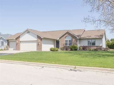 Menasha Single Family Home Active-Offer No Bump: 1217 Chelsea