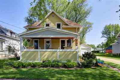 Appleton Single Family Home Active-No Offer: 720 W Commercial