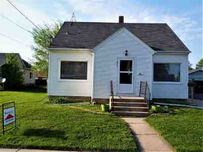 Menasha Single Family Home Active-No Offer: 830 6th