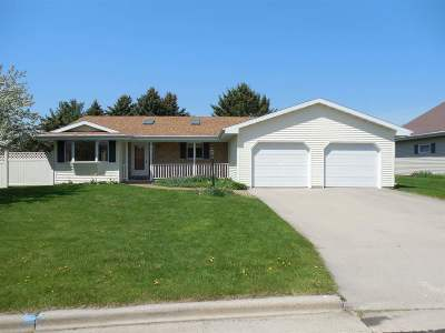 Neenah Single Family Home Active-No Offer: 1323 Alpine