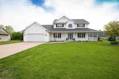 Neenah Single Family Home Active-No Offer: 1494 Whitetail