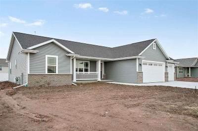 Kaukauna Single Family Home Active-Offer No Bump: 682 Sweet Meadow