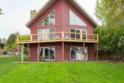 Oshkosh Single Family Home Active-Offer No Bump-Show: 3920 Highland Shore
