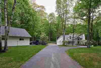 Oconto Falls Single Family Home Active-No Offer: 7960 Oak Ridge