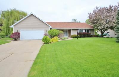 Green Bay Single Family Home Active-No Offer: 819 Maryann