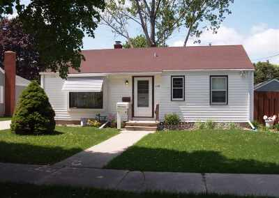 Green Bay Single Family Home Active-No Offer: 1138 Colonial