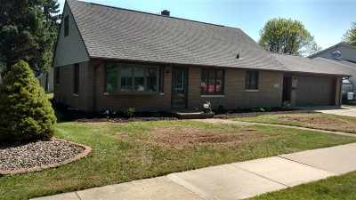 Combined Locks Single Family Home Active-No Offer: 209 Jean