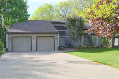 Kaukauna Single Family Home Active-Offer No Bump: 6 Woodhaven