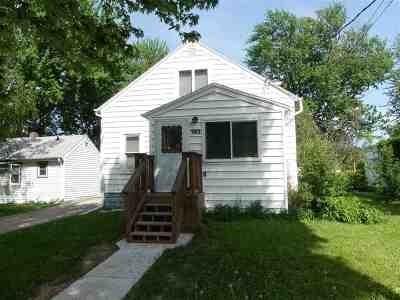 Menasha Single Family Home Active-No Offer: 392 Naymut