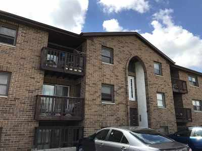 Neenah Condo/Townhouse Active-No Offer: 1161 Gillingham #A1