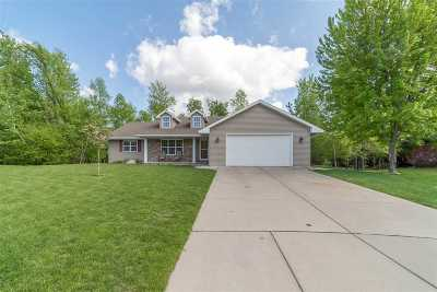 Neenah Single Family Home Active-Offer No Bump: 1515 Elk Trail