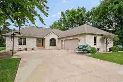 Menasha Single Family Home Active-Offer No Bump: 1266 Deer Haven
