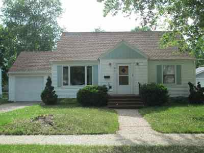 Shawano Single Family Home Active-Offer No Bump-Show: 921 S Lutz