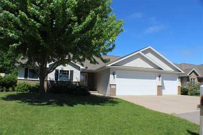 Menasha Single Family Home Active-Offer No Bump: 1314 Fieldview