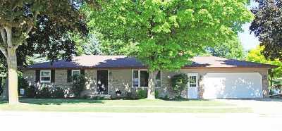 Kaukauna Single Family Home Active-Offer No Bump: 714 Meadow