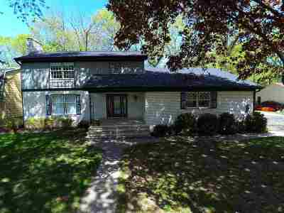 Menasha Single Family Home Active-Offer No Bump: 957 Melissa