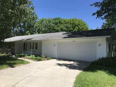Ashwaubenon Single Family Home Active-No Offer: 1480 W Marhill