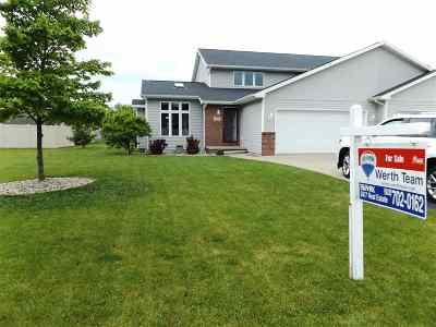 Menasha Single Family Home Active-No Offer: 1110 Stillmeadow