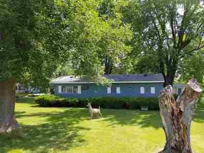 Winneconne Single Family Home Active-No Offer: 7181 La Belle Shore