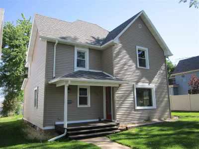Kaukauna Single Family Home Active-No Offer: 304 E 7th