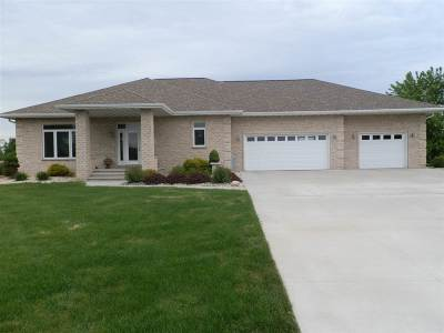 Neenah Single Family Home Active-No Offer: 7565 Sunburst