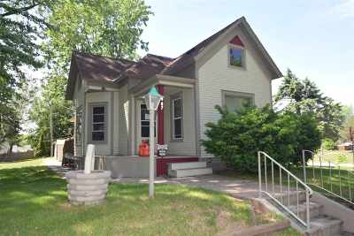 Shawano Single Family Home Active-No Offer: 907 S Bartlett