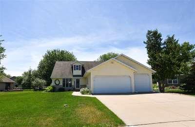 Oshkosh Single Family Home Active-Offer No Bump: 1011 Marway