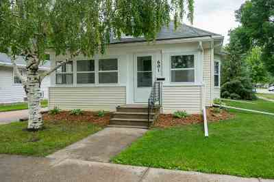 Menasha Single Family Home Active-Offer No Bump: 601 5th