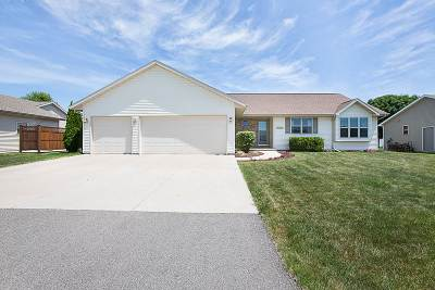 Menasha Single Family Home Active-Offer No Bump: 1053 Tracey