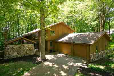Neenah Single Family Home Active-Offer No Bump: 2441 Forest Manor