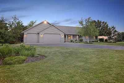 De Pere Single Family Home Active-No Offer: 2526 Serene