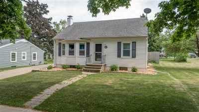 Kaukauna Single Family Home Active-No Offer: 425 W 9th